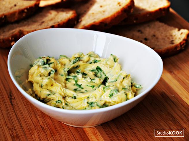 huisgemaakte-kruidenboter-peterselieboter-studiokook-demi-hageman-4-verkleind