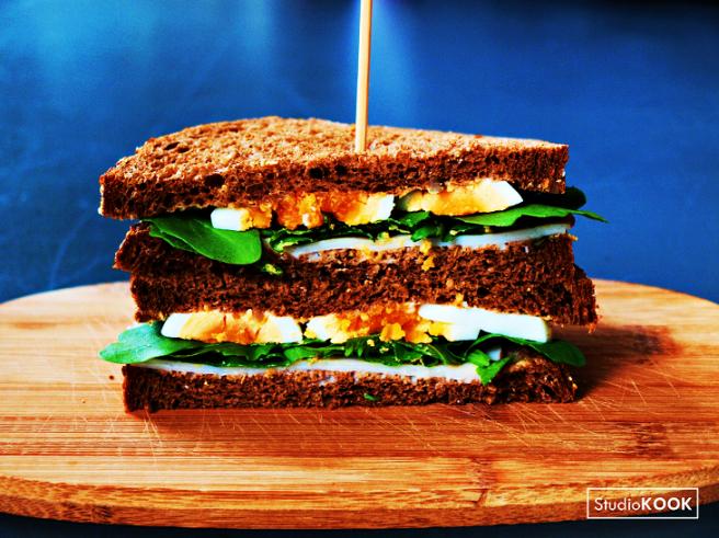 sandwich-met-kip-en-ei-studiokook-demi-hageman-verkleind