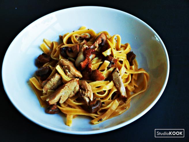 tagliatelle-kip-en-paddenstoelen-studiokook-demi-hageman-verkleind