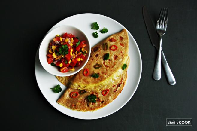 Mexicaanse pannenkoeken met kaas en tomatensalsa 2 StudioKOOK Demi Hageman verkleind.png