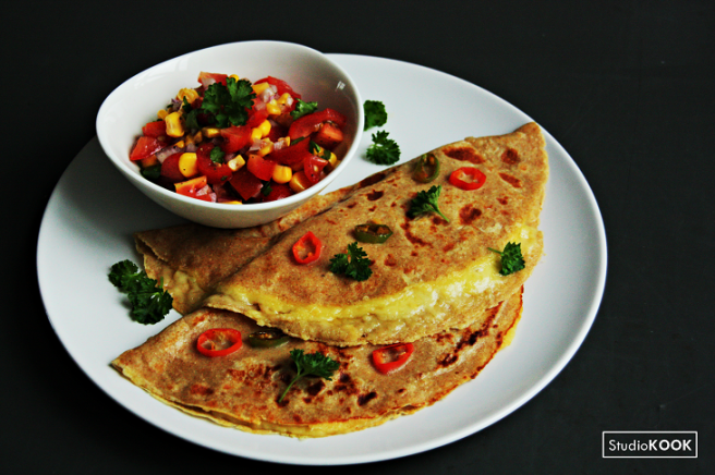 mexicaanse-pannenkoeken-met-kaas-en-tomatensalsa-studiokook-demi-hageman-verkleind
