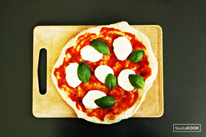 Pizza Margaritha 1 StudioKOOK Demi Hageman verkleind.png