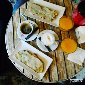 Cafe de la Luz Madrid StudioKOOK Demi Hageman verkleind.png
