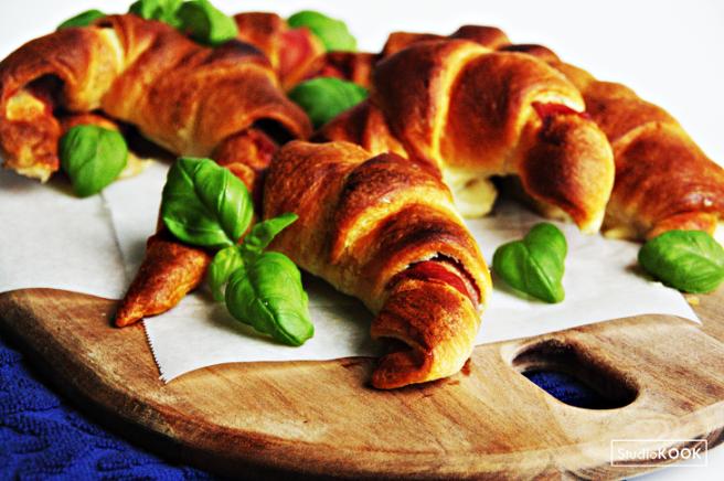 Croissantjes met proscuitto en mozzarella 3 StudioKOOK Demi Hageman verkleind.png