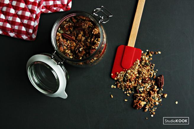 Huisgemaakte granola 2 StudioKOOK Demi Hageman verkleind.png
