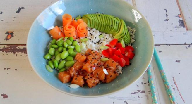 Poké bowl met zalm bloemkoolrijst 1 StudioKOOK Culinea Foodboxchallenge 2017 verkleind.png