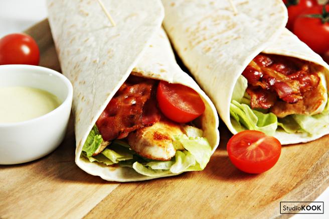 Bacon chicken wrap 2 StudioKOOK Demi Hageman verkleind.png