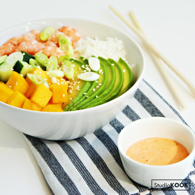 Poké bowl garnalen, mango en avocado 2 Insta 2 StudioKOOK Demi Hageman verkleind.png