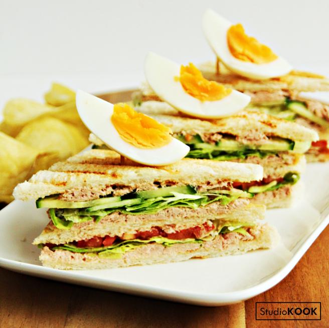 Clubsandwich tonijn 2.1 StudioKOOK Demi Hageman verkleind.png